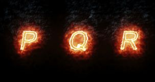 Fonte bruciante p, q, r, testo di parola del fuoco con la fiamma e fumo su fondo nero, concetto della decorazione di alfabeto di  illustrazione vettoriale