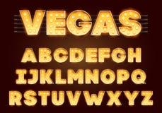 Fonte con le lampade Lampadina dell'oro, stile di Broadway Insieme d'ardore di alfabeto delle scintille Illustrazione di vettore  illustrazione di stock