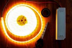 Fonte conduzida da tira e da alimentação CA ajustada iluminando reservados e close-up das ameias fotografia de stock