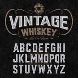 Fonte d'annata dell'etichetta del whiskey con schema di campionamento illustrazione vettoriale