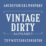 Fonte d'annata sporca di alfabeto Lettere e numeri afflitti dei caratteri tipografici con grazie Immagini Stock Libere da Diritti