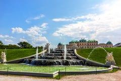Fonte da cascata do Belvedere em Viena, opinião do verão, nenhum pessoa foto de stock