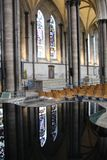 Fonte da catedral de Salisbúria fotos de stock royalty free