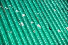Fonte da poluição, tampa ondulada do telhado nos painéis do eternit do poluente Foto de Stock Royalty Free