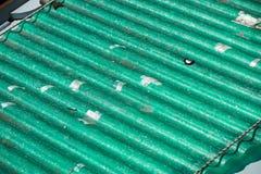 Fonte da poluição, tampa ondulada do telhado nos painéis do eternit do poluente Imagens de Stock Royalty Free