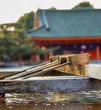 Fonte da purificação do santuário de Heian imagens de stock royalty free