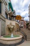 Fonte da rua da movimentação do rodeio em Beverly Hills - Los Angeles, Califórnia, EUA imagens de stock
