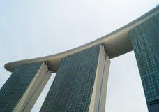 Fonte da torre da baía do porto no dia em Singapura foto de stock royalty free