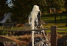 Fonte de água com velocidade do obturador rápida imagens de stock royalty free