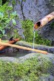 Fonte de água de bambu imagens de stock