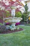 Fonte de água do renascimento em Front Lawn Foto de Stock Royalty Free