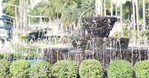 Fonte de água no jardim video estoque