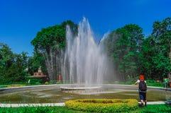 Fonte de água no jardim zoológico de Kaliningrad Fotos de Stock Royalty Free
