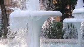 Fonte de água no parque na terraplenagem de Baku, Azerbaijão Movimento lento video estoque