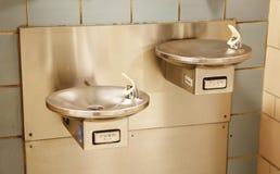 Fonte de água para povos com inabilidade foto de stock royalty free