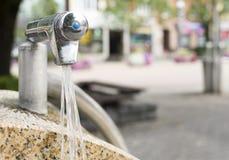 Fonte de água potável em uma cidade Imagem de Stock Royalty Free