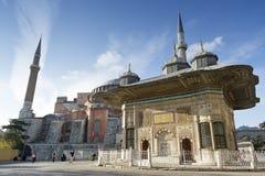 Fonte de Ahmet III e de St. Sophia, Istambul, Turquia Imagem de Stock