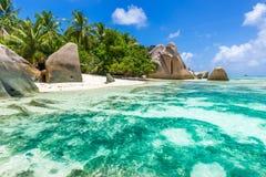 Fonte de Anse d'Argent - encalhe no La Digue da ilha em Seychelles Foto de Stock