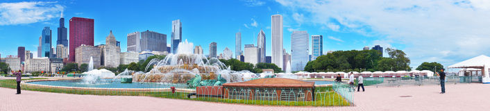 Fonte de Buckingham e skyline de Chicago Imagem de Stock Royalty Free