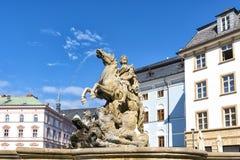 Fonte de Caesar contra o céu azul em Olomouc República checa imagem de stock royalty free