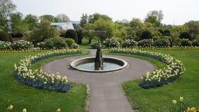 Fonte de construção histórica do parque de Alemanha do jardim zoológico de Wilhema fotos de stock royalty free