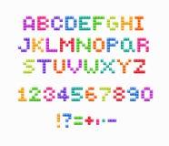Fonte de cristal do pixel, projeto de jogo de vídeo retro Alfabeto colorido do vetor ilustração royalty free