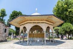 Fonte de Hagia Sophia em Istambul imagens de stock