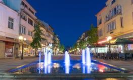 Fonte de incandescência na noite Pomorie, Bulgária Fotos de Stock