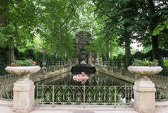 Fonte de Medici em jardins de Luxemburgo Paris, France Fotos de Stock