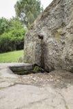 Fonte de pedra com um bico do ferro Fotografia de Stock