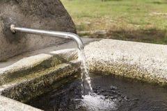 Fonte de pedra com um bico do ferro Fotos de Stock Royalty Free