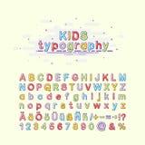 Fonte del ` s dei bambini nello stile di MBE Tipografia variopinta dei bambini Illustrazione di vettore di un alfabeto Inglese, t Fotografia Stock Libera da Diritti
