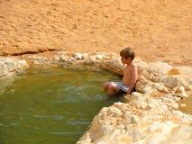 Fonte di acqua nel deserto fotografia stock