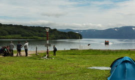 Fonte di fiume Ozernaya sul lago Kurile Parco naturale del sud di Kamchatka fotografie stock libere da diritti