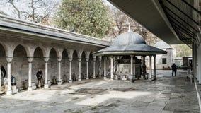 A fonte do Kilic Ali Pasa Mosque em Istambul imagens de stock