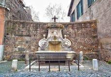 Fonte do ` s de Fontana del Mascherone Mascherone em Roma, Itália Imagem de Stock Royalty Free