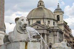 Fonte dos leões em Praça del Popolo, Roma Fotos de Stock Royalty Free