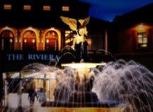 A fonte e o anjo de Riviera imagens de stock