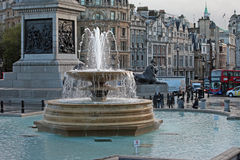 Fonte em Trafalgar Square, Londres Imagem de Stock Royalty Free