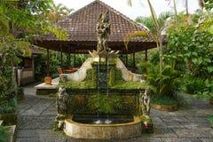 Fonte em um jardim asiático fotografia de stock