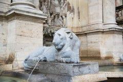 Fonte Escultura de um leão, Roma Foto de Stock