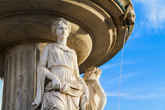 Fonte exterior com um céu azul como um fundo Fotografia de Stock Royalty Free
