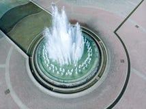 Fonte grande no parque no dia ensolarado do verão Imagem de Stock Royalty Free