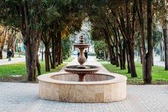 Fonte inativa no parque da cidade imagem de stock royalty free