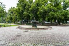 A fonte a mais velha da cidade no jardim de Vermanes Fotos de Stock Royalty Free