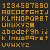 Fonte maiuscola del LED e minuscola inglese digitale arancio, numero Fotografia Stock
