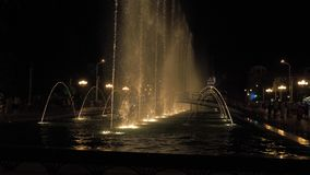 Fonte na noite - Geórgia vídeos de arquivo