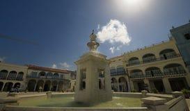 Fonte na plaza Vieja de Havana - 6 ABRIL, 2010. Imagens de Stock