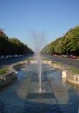 Fonte no bulevar de Unirii, Bucareste, Romênia Fotografia de Stock Royalty Free