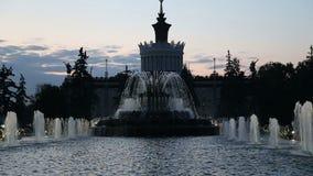 Fonte no centro de exposição das realizações da economia nacional (VDNH), Moscou, Rússia filme